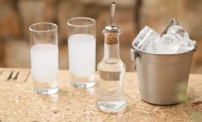 Απαγορεύεται το χύμα τσίπουρο σε εστιατόρια, καφενεία αλλά και κάβες