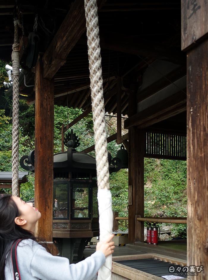 prière au Kinkaku-ji, Kyoto