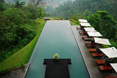 Piscina hermosa en este Resort de lujo en Bali Indonesia.