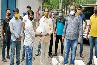 raghuvar-distribute-relief