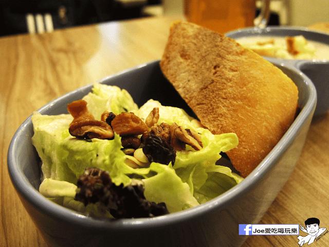 IMG 6722 - 【台中美食】平價到不要不要的!!! 尼洛廚坊 高檔裝潢內的平價義大利麵 | 焗烤 | 輕食 |下午茶 |免服務費