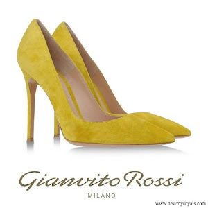 Crown Princess Gianvito Rossi Pumps in Yellow
