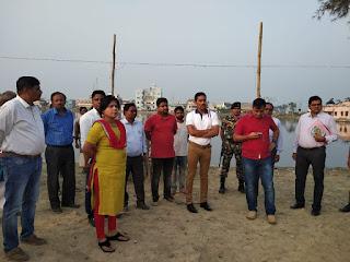 dm-sp-madhubani-visit-chhath-ghat