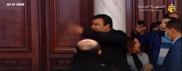 تونس : شهد البرلمان التونسي ظهر اليوم تبادلا للعنف بين نواب ائتلاف الكرامة والتيار الديمقراطي،.