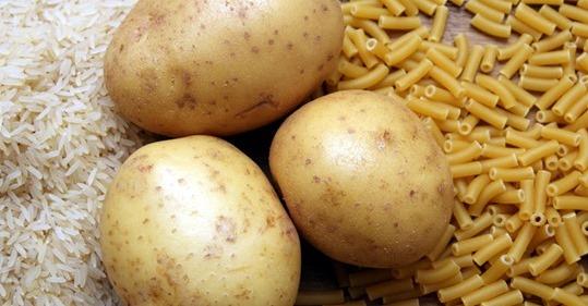 — Девушка, я 4 дня не ел. Купите мне, пожалуйста, картошки и макарон, — произнес хорошо одетый мужчина