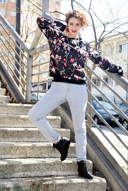 Outfit-Sudadera-flores-5