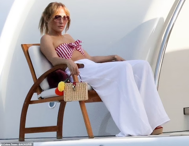 Moments as Jennifer Lopez and her Boyfriend Ben Affleck enjoy their super yacht Valerie in Italy (Photos)