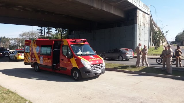 Motorista distraída com celular, cai de viaduto e fica em estado grave.
