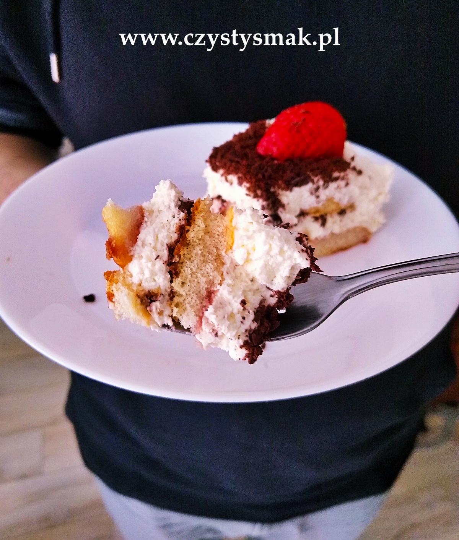 Tort ze świeżymi truskawkami