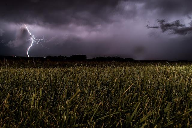 Munje i oluje.