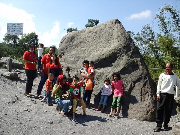 Batu Besar Di Lereng Gunung Merapi