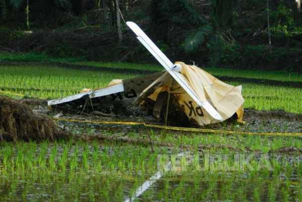 Lahan Rusak Akibat Pesawat Mendarat Darurat