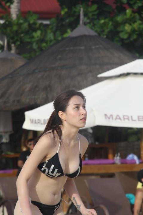 cristine-reyes-nude-in-beach
