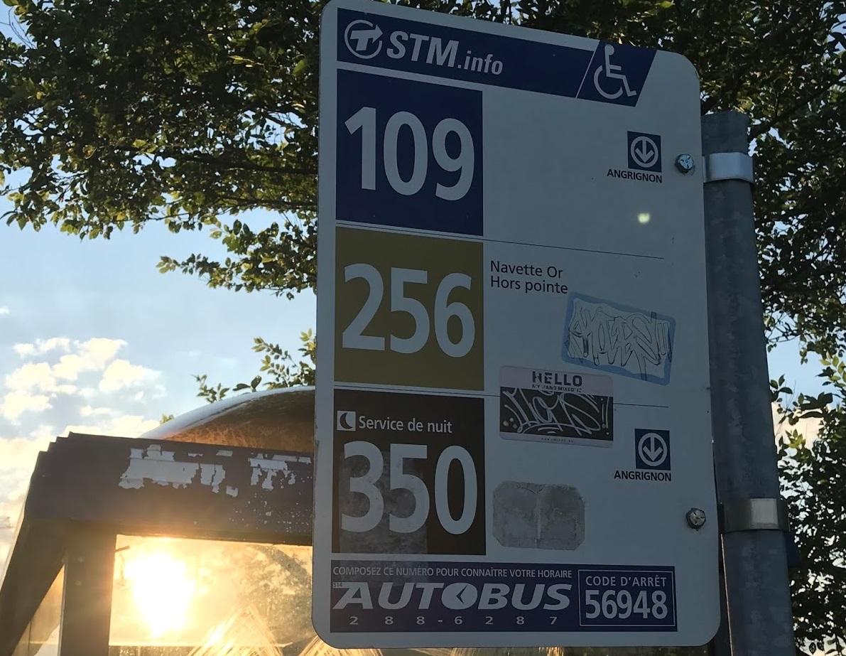 Indicador de ônibus na parada Montreal