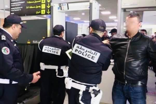 """إعتقال مواطن جزائري بمطار محمد الخامس بالدارالبيضاء بعد مذكرة بحث دولية صادرة عن """"الأنتربول"""" قراو التفاصيل✍️👇👇👇"""