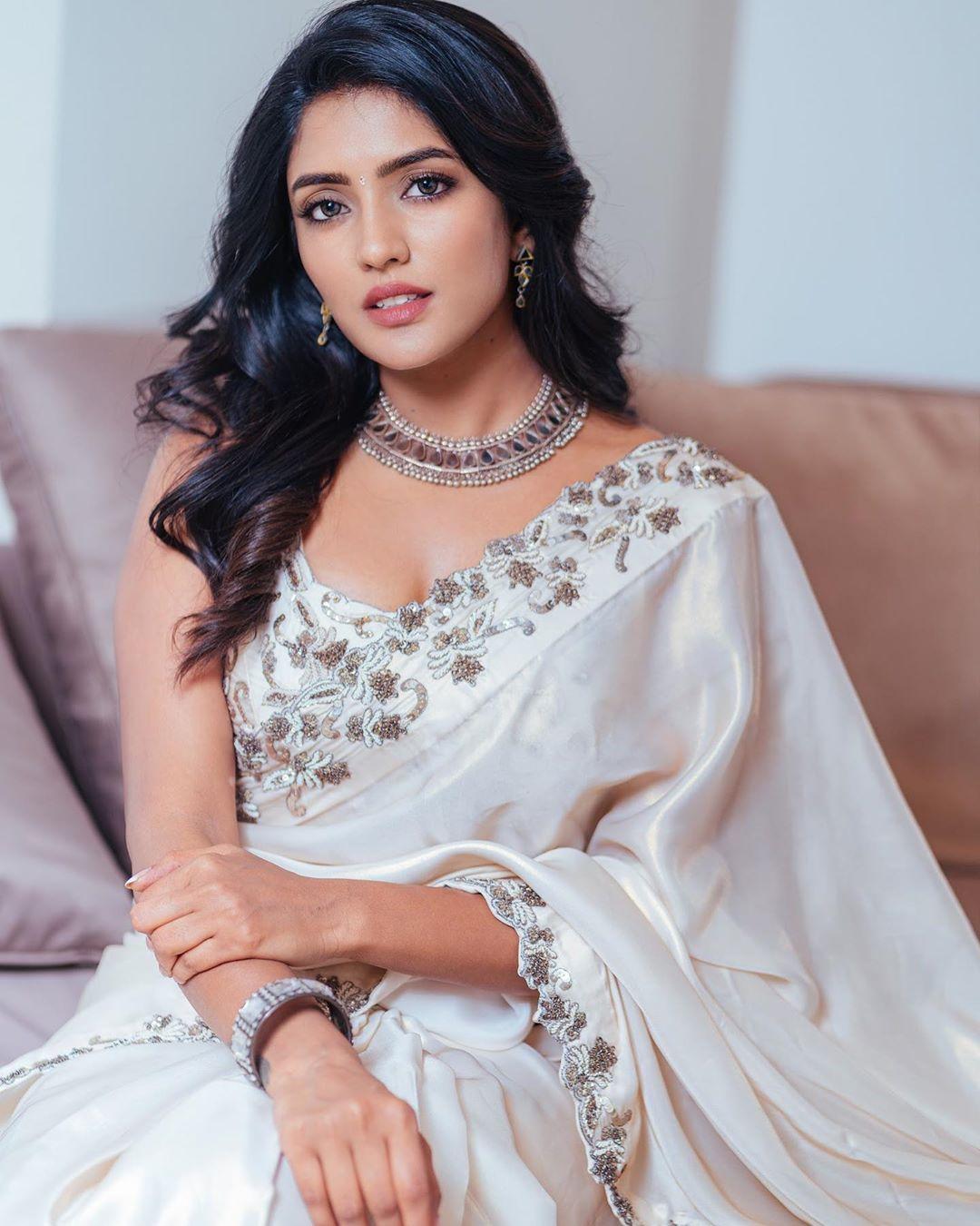 Actress Eesha Rebba Beautiful Exclusive White Saree Pics