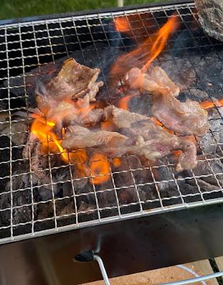 ダイソー ミニBBQグリル 使用して肉を焼く