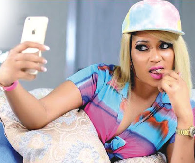GORGEOUS! RUKKY SANDA SHARES BODY-REVEALING PHOTO, REALLY FANTABULOUS... SEE THE DRESS