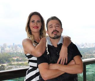 Aritana Maroni e Paulo Rogério posam para as câmeras do fotógrafo Marcelo Moreira
