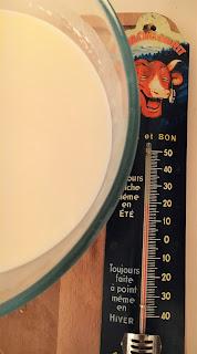 faire des faisselles de chèvre, faire du fromage de chèvre , recette fromage maison, blog fromage, blog fromage maison, la laiterie de paris, fromagerie paris, fromagerie urbaine, fromage paris, tour de france fromage, tour du monde fromage, pierre coulon, fabrication fromage