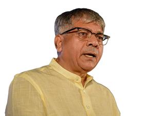 सावरखेडा जखमींची बाळासाहेब आंबेडकरांकडून विचारपूस, सावरखेडा घटनेचा व्हिडीओ झाला व्हायरल....  Balasaheb Ambedkar Enquires Victims In Sawarkheda Incident