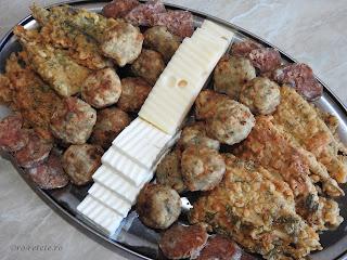 Retete culinare aperitive de peste reci si calde reteta hamsie prajita in aluat pane cu marar traditionala dobrogeana pescaresca chiftele carnati branza cascaval retete si preparate din pește de casa romanesti,