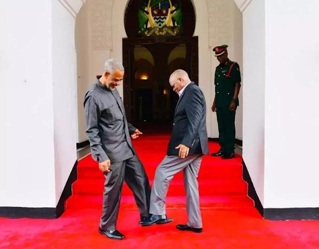 Gara-Gara Virus Korona, Presiden Tanzania Ganti Jabat Tangan dengan Salam Kaki