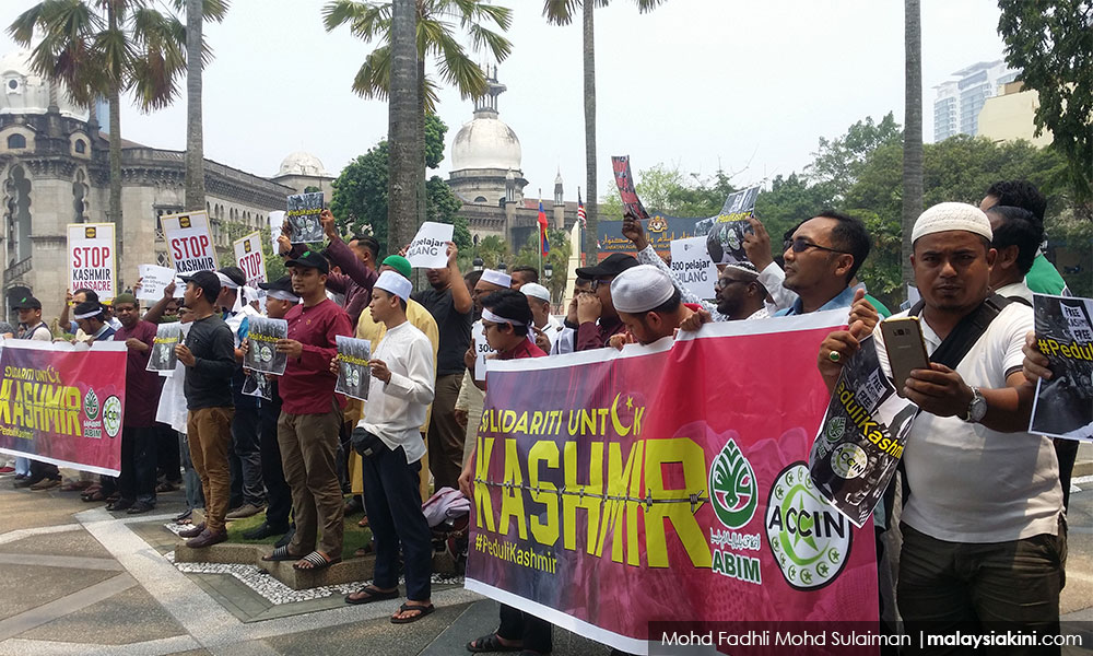 Calls to remove Modi ring out at Kashmir protests in KL