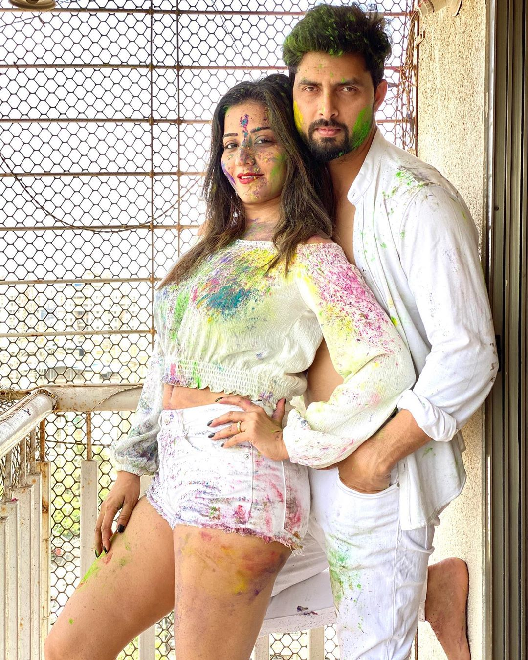 monalisa-and-vikrant-singh-rajput-romance-hot-pics