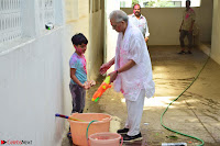 Gulzaar Celeting Holi at his Home 13 03 2017 004.JPG