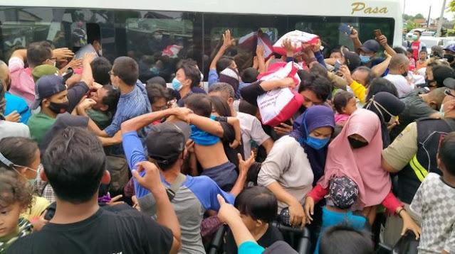 Sembako Jokowi Picu Kerumunan, Joman: Jangan Salahin Presiden, Kecuali Bawa Penyakit