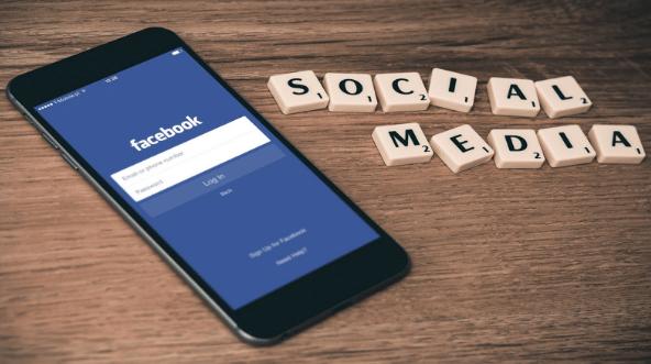 كيفية تفعيل الوضع الليلي على نظام iOS من الفيس بوك ؟