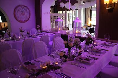 Seehaus, farbig beleuchtet, Hochzeit, Instagram und Social Media, heiraten in Garmisch, Riessersee Hotel, Bayern, Berghochzeit, Natur, See, Mai