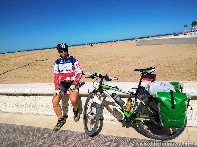 En la playa de Valencia