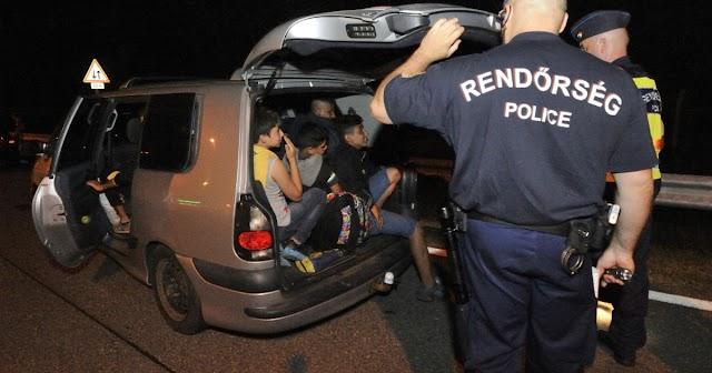 Embercsempész fogtak az M1-esen, 25 migránst szállított