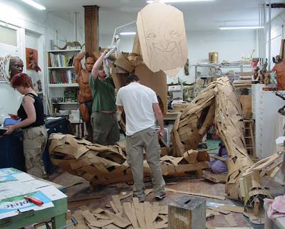 Proceso para elaborar la escultura gigante