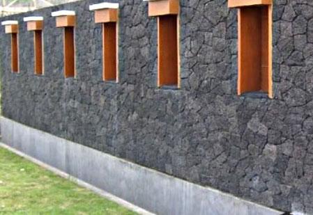 Jenis Batu Alam Untuk Pagar Rumah yaitu Batu Curi