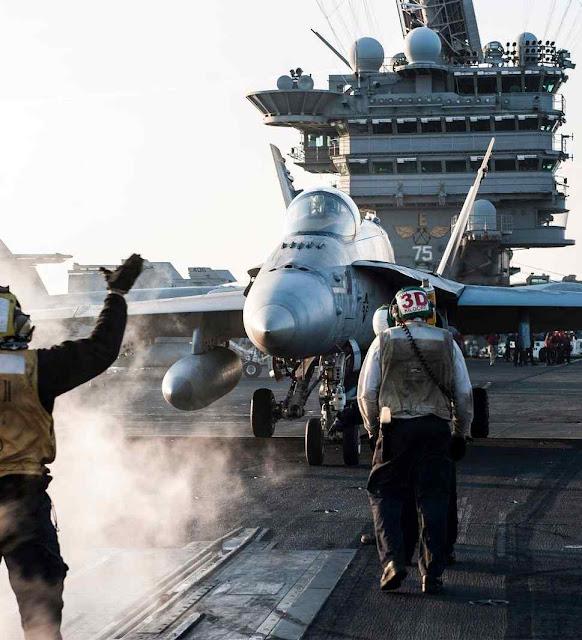 FA18 sobre o porta-aviões Truman. Um como este derrubou o Su-22