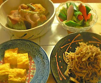 夕食の献立|キンピラ風さつま芋炒め ソーセージサラダ 玉子焼き 煮物