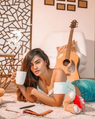 Sakshi Dwivedi Photos