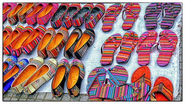 Artesanía en zapatos y ojotas