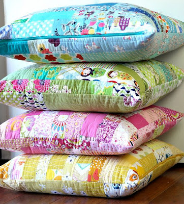 http://www.sewmamasew.com/2016/01/color-strips-scrap-floor-pillows-tutorial/#comment-798862