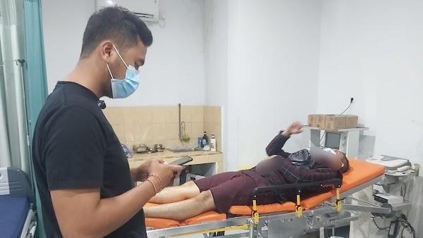 Seorang Pecandu Sayat Leher Perawat Tempat Rehabilitasi Narkoba dengan Pisau Cukur