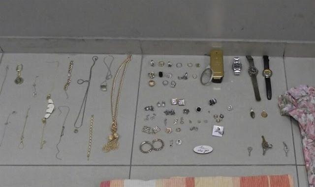 Objetos de oro, cadenas, relojes, joyería fina