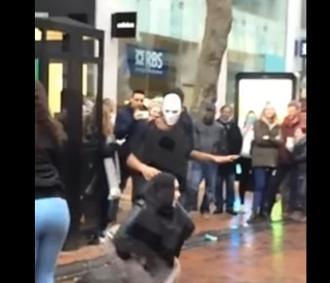 Amenazan de muerte a mujer musulmana por bailar con burka