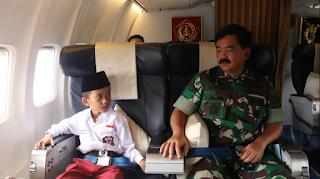 Kisah Karim, Bocah SD Naik KRL Tanpa Sepatu Diajak Terbang Panglima TNI