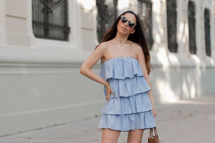 Mini Vestido azul volantes bordados flores modelo Finley de Tularosa para Revolve Clothing