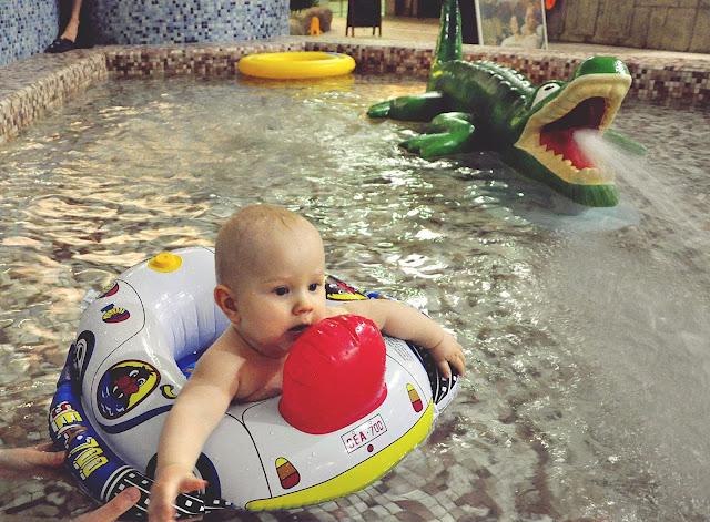 zabawa-na-basenie-z-dzieckiem
