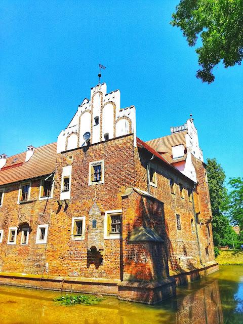 pałac z fosą, okolice Wrocławia, pomysł na randkę