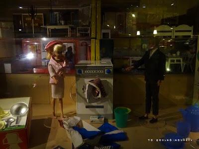 Ιστορία των παιχνιδιών. Η κούκλα Μπάρμπι κατά τη διάρκεια της δεκαετίας του 50 / Toy history. Barbie doll in the 50's
